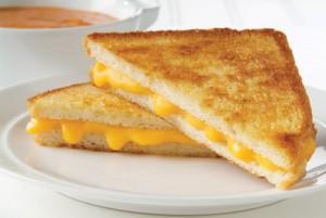 En Grillad Ostsmörgås innehåller ca 350 kcal/100 gram