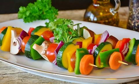 Grönsaker på spett