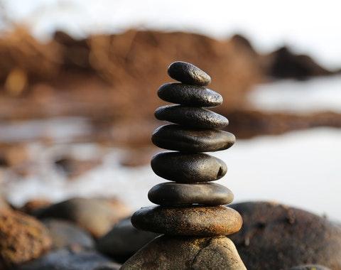 Stenar som balanserar på varandra